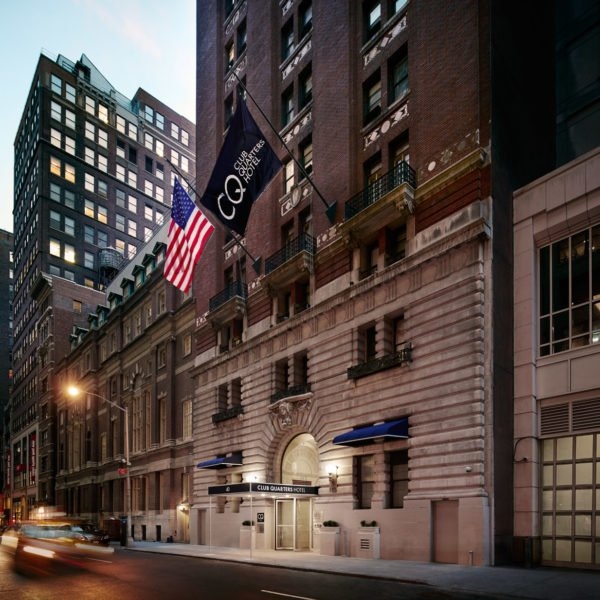 Situated in the world's largest business district and close to Times Square, the Theater and Diamond Districts, 5th Avenue shopping, Rockefeller Center, and Grand Central Terminal